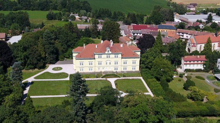 fotografie Miletínského zámku